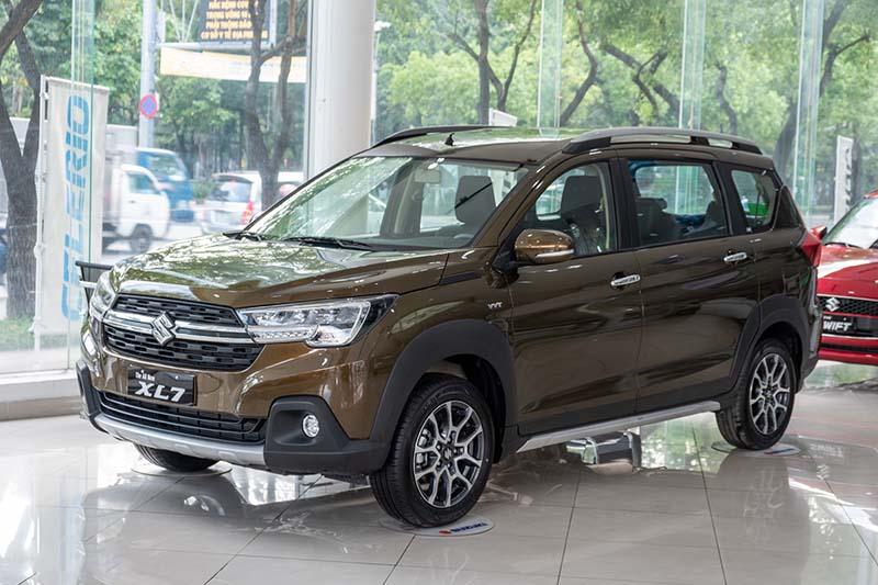 Suzuki XL7 giá 589tr chính thức có mặt ở đại lý, đối thủ trực tiếp của Mitsubishi Xpander