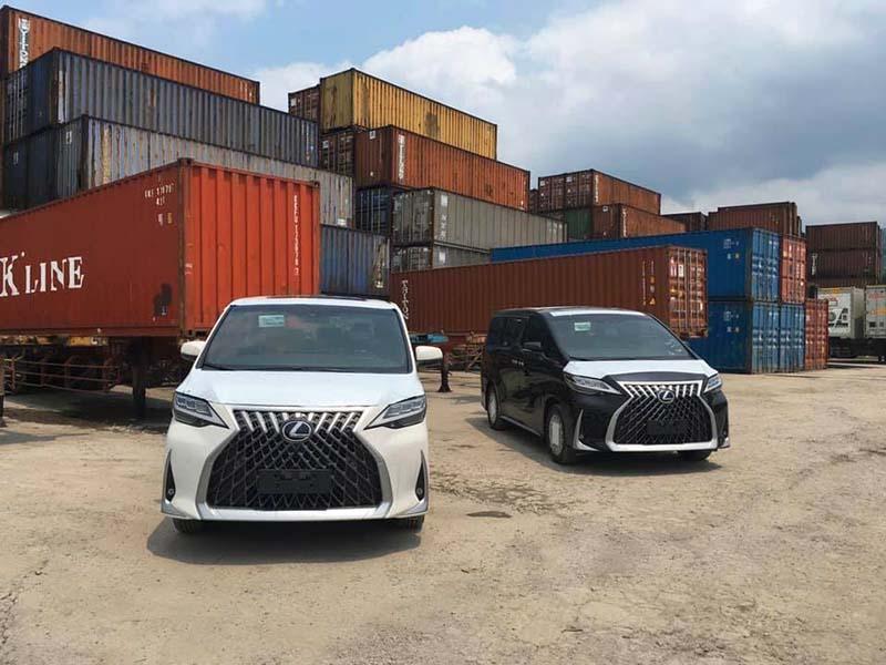 Hai chuyên cơ mặt đất Lexus LM 300 đầu tiên về Việt Nam