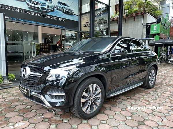 Bán xe Mercedes GLE 400 mầu đen đăng kí năm 2020 xe chạy chuẩn 3000km