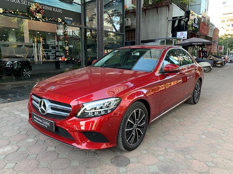 Bán xe Mercedes C200 2019 cũ mầu đỏ, xe như mới chạy 3389km