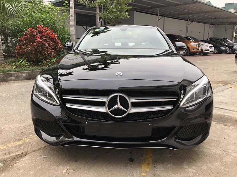 Bán xe Mercedes C200 2018 cũ, mầu đen chạy 15315km giá siêu rẻ