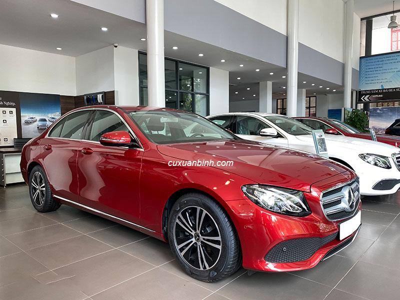 Bán xe Mercedes E180 cũ mầu đỏ, xe đi chuẩn 3000km