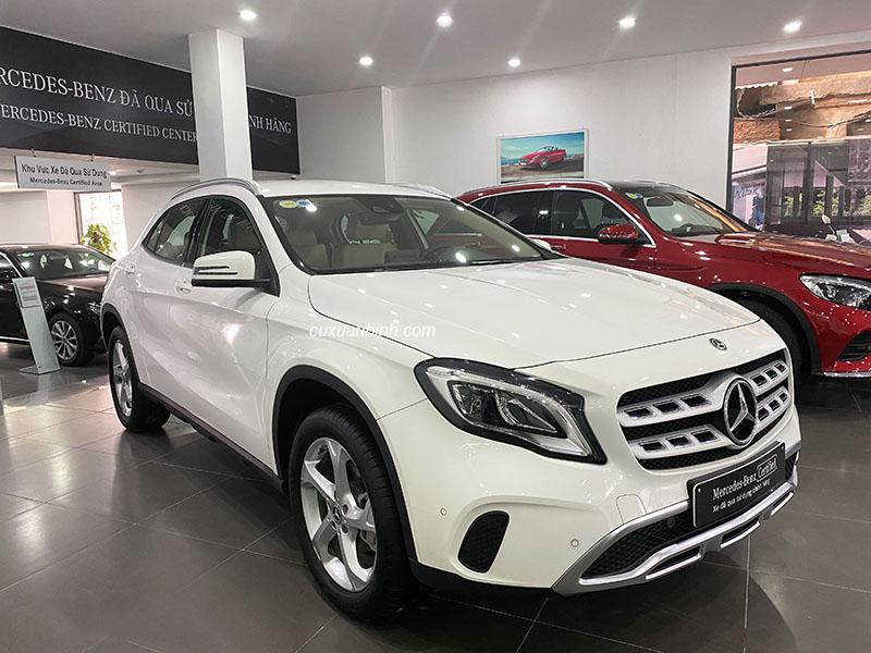 Bán xe Mercedes GLA 200 cũ đời 2019 màu trắng xe đi chuẩn 2000 km