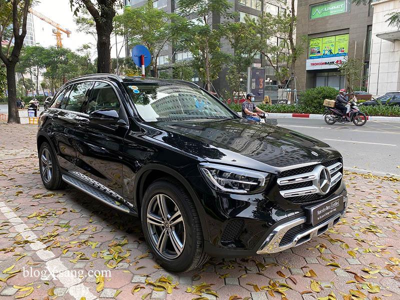 Bán xe Mercedes GLC 200 2020 mầu đen siêu lướt xe đi chuẩn 3000km