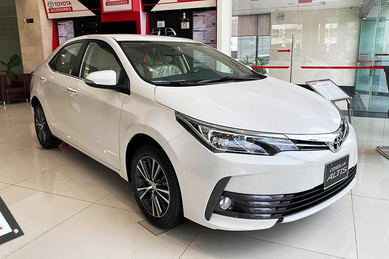 Toyota Corolla Altis giảm giá sốc chỉ từ 590tr, dọn kho để chào đón phiên bản mới