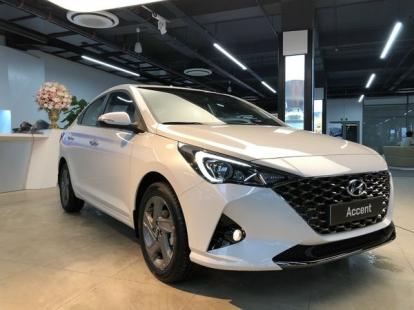 Giá lăn bánh xe Hyundai Accent 2021 - Xả hơi nóng vào Toyota Vios