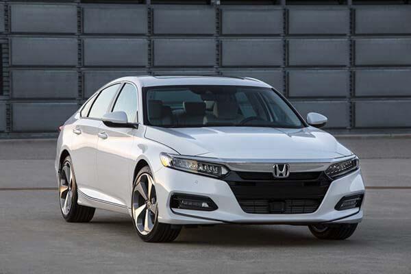 Giá xe ô tô Honda Accord 2019, bảng giá, khi nào có xe giao?