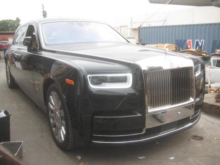 Đập hộp Rolls - Royce Phantom VIII có giá hàng chục tỷ đồng mầu sơn lạ mắt