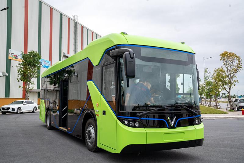 Xe buýt điện VinFast chính thức chạy thử trên đường